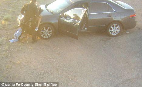 Poliziotto messicano ripreso mentre fa sesso con una donna sulla macchina absurdity is nothing - Video sesso sul tavolo ...