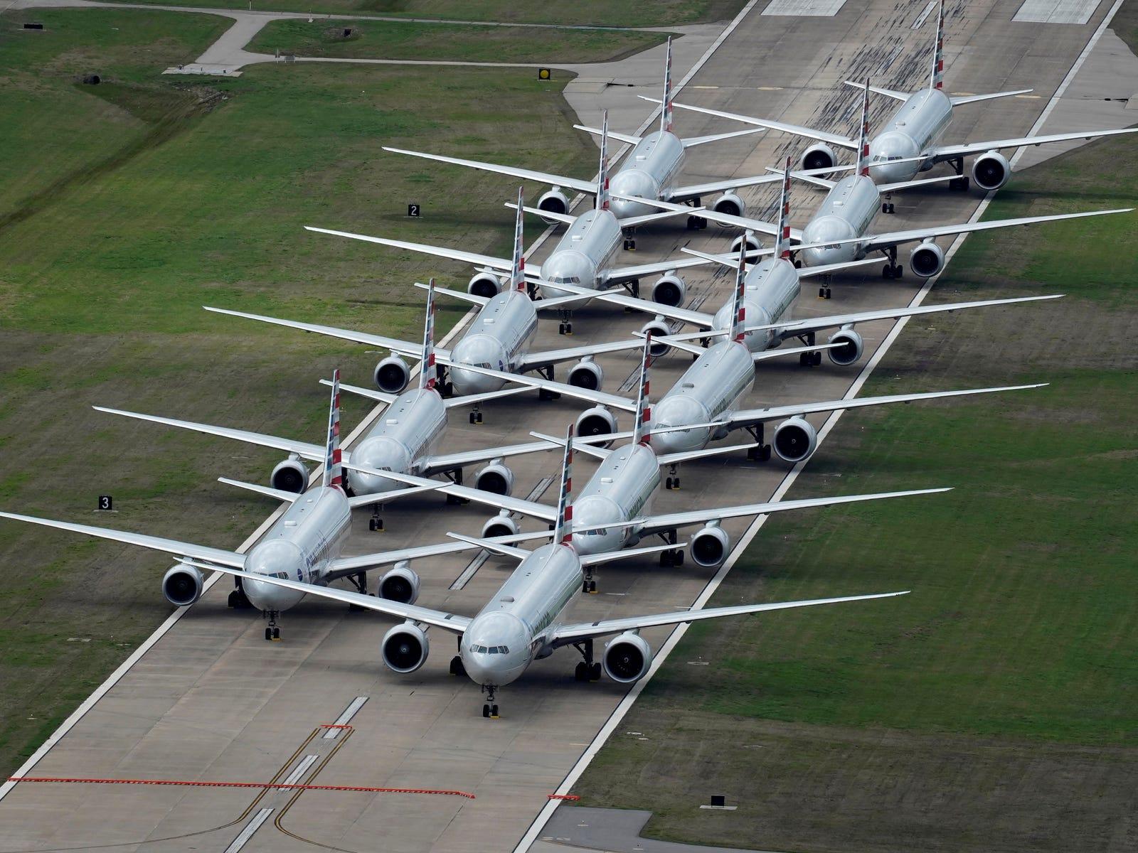 aerei parcheggiati